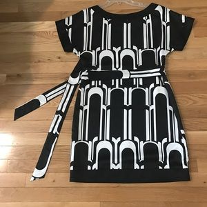 ❗️SOLD ❗️Black and White Dress with tie, size 6